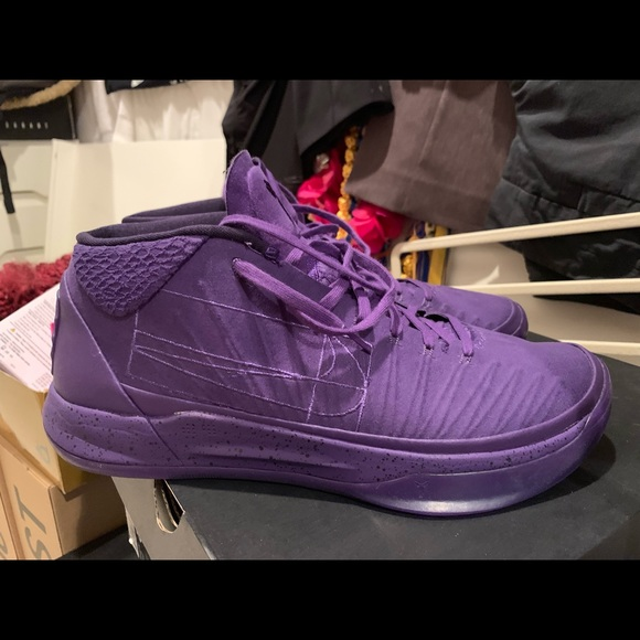 classic fit 69a1a d188a Nike Kobe AD size 11 lakers Kobe Bryant